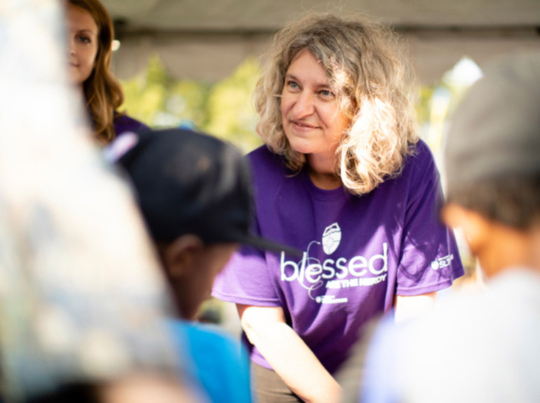 Biology faculty member Dr. Dalma Martinovic-Weigelt speaking with people at the Minnesota State Fair.